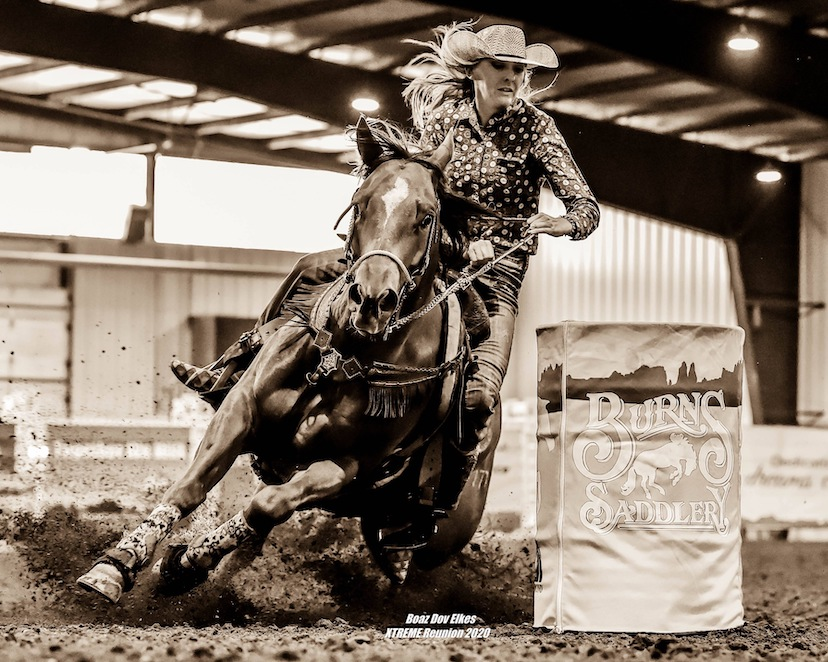 barrel racing turn (Credit: Becky Schainost)