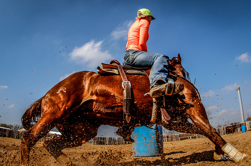 barrel racing turn (Credit: Bee Silva)