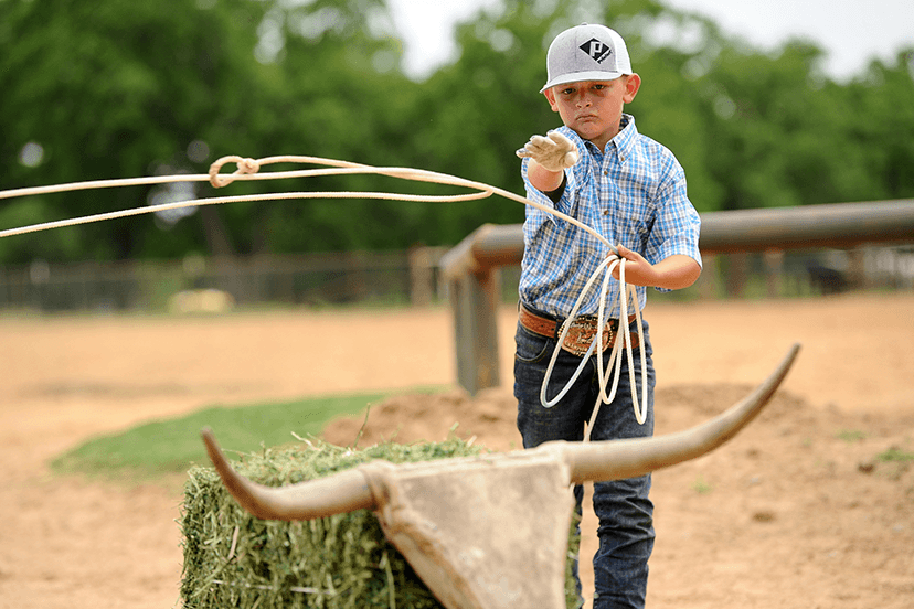 young roper practices with MOJO Roping Horns dummy